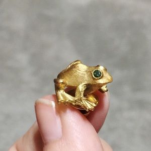 🐸 Vintage AVON Pin Gold Frog w/Emerald Eyes 🐸